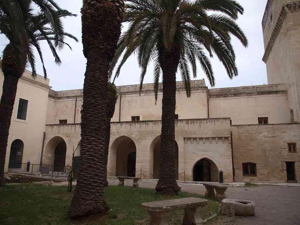Castello di lecce l 39 emozione di un viaggio nella storia oasi salento residence hotel - Architetto lecce ...