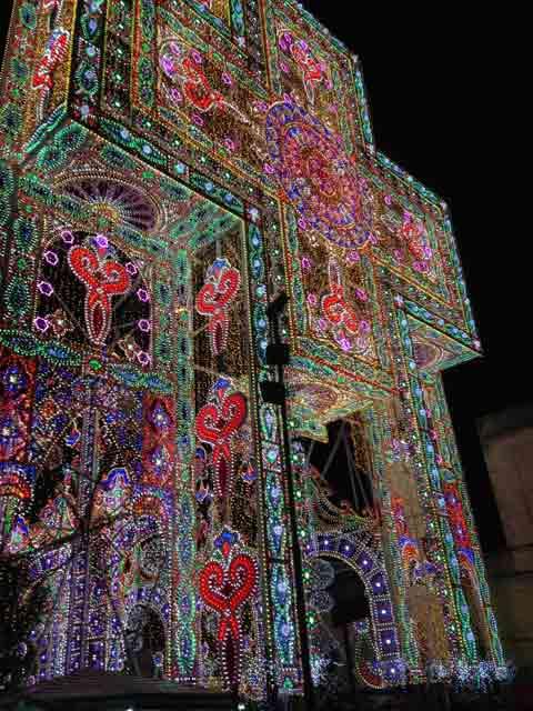 Le luminarie della festa di santa domenica a scorrano for Luminarie puglia